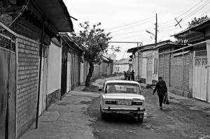 Alcuni vicoli della città di Osh, Kyrgyzstan, nei pressi dell'affascinante Bazar