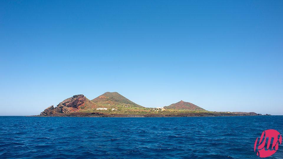 Linosa, vista dal mare (C)2012, Isabella Maffei, tutti i diritti sono riservati