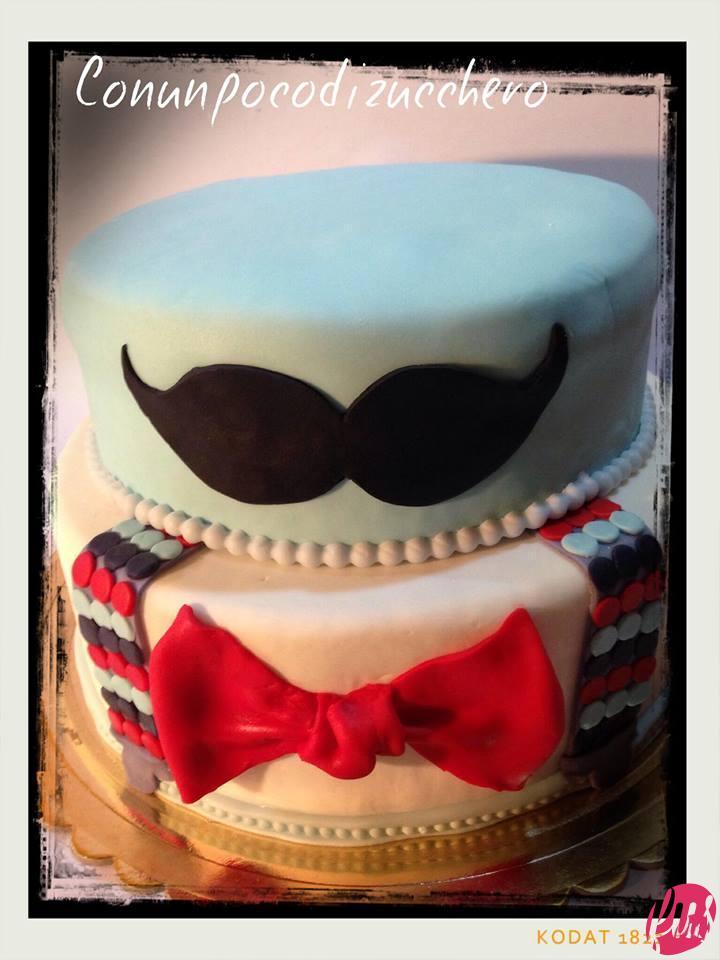 Non ho fatto altro che applicare i baffi sul piano superiore e la mustache cake è pronta!