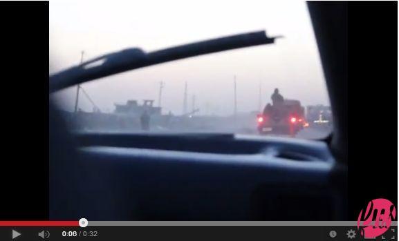 """Strada verso Aeroporto Mazar   (video della strada che conduce all'aeroporto di Mazar-e sharif, Afghanistan. Tratto dal documentario """"Transitstan"""" dell'autore dell'articolo)"""
