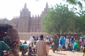 Mercato di Djennè con La Moschea in Fango