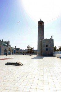 Il cortile esterno della Moschea blu di Mazar-e Sharif