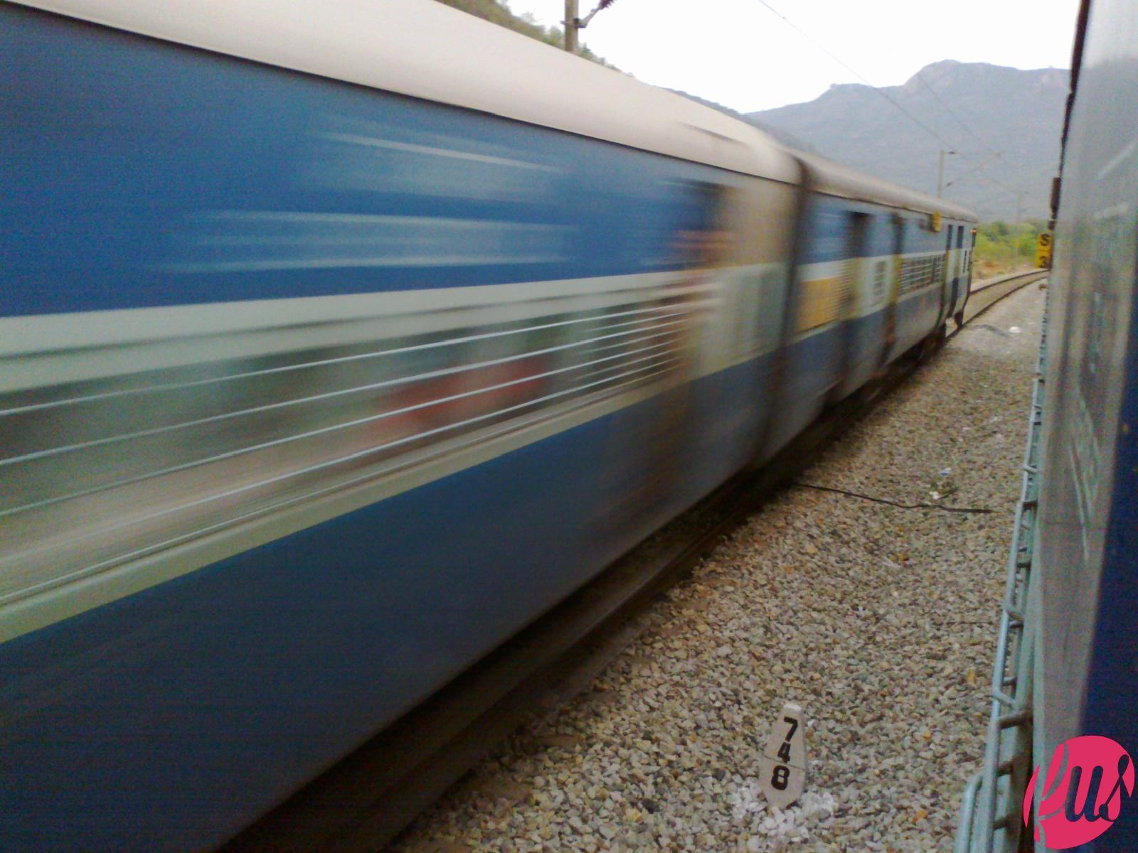 Fast_Moving_Train_India