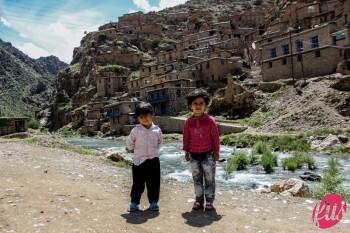 I primi sguardi incontrati nel piccolo villaggio di Palangan, incastonato tra le montagne del Kurdistan iraniano. Palangan, Kurdistan iraniano