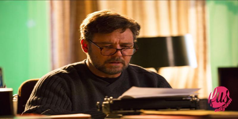 Crowe scrive alla macchina da scrivere
