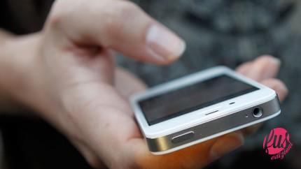 Customer-Using-iPhone-4S-FBN