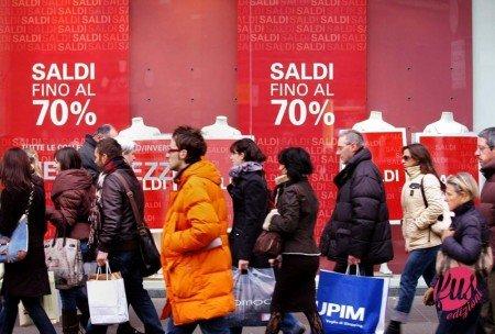 MILANO-SALDI NEGOZI. - MILANO, 03/01/2008 SALDI NEGOZI. ©ROBY BETTOLINI - Fotografo: ROBY BETTOLINI