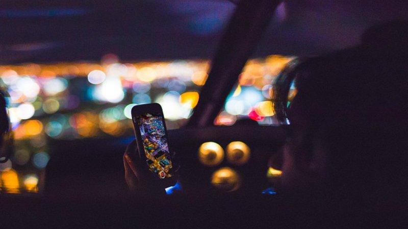 mobile-1209058_640