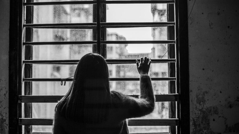 sad-woman-window-Autore dashu83