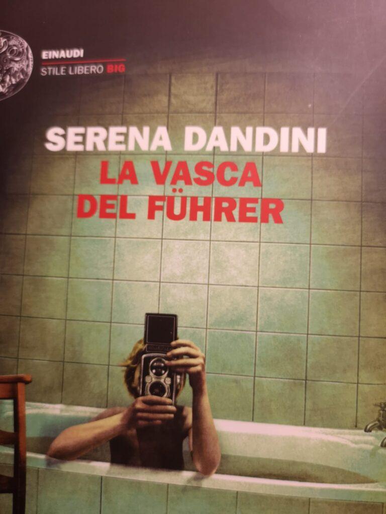 La vasca del Führer, Serena Dandini